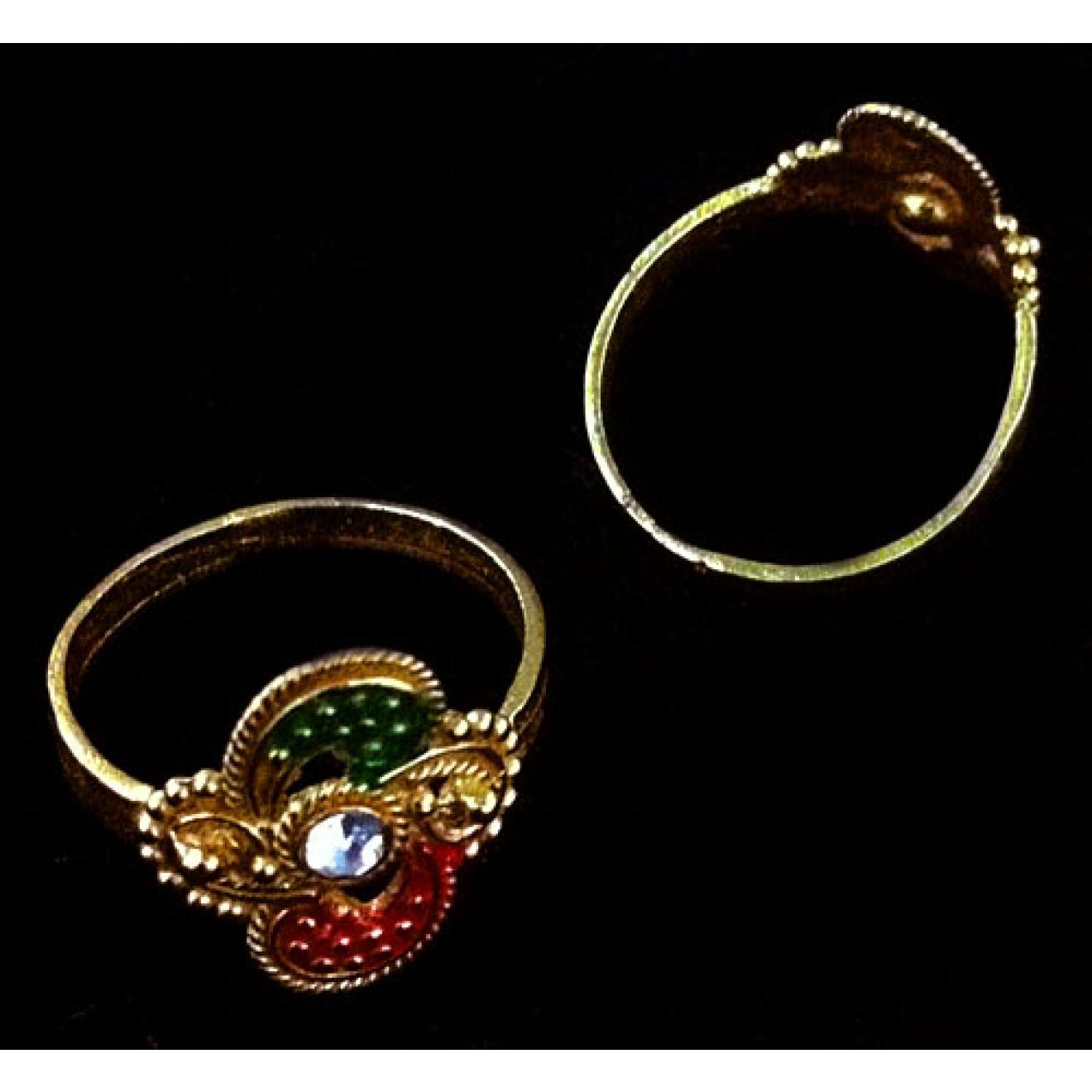 sch ner ring verziert mit strasssteinen beautiful ring with rhinestones. Black Bedroom Furniture Sets. Home Design Ideas
